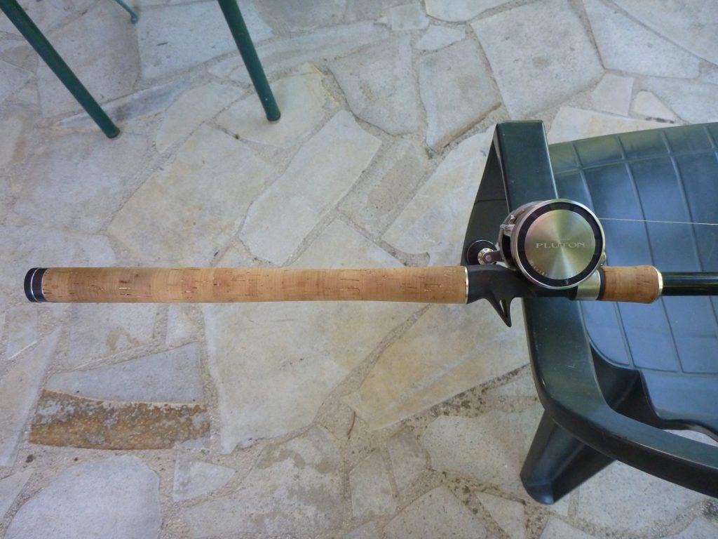 poignée et moulinet d'une canne pour le silure