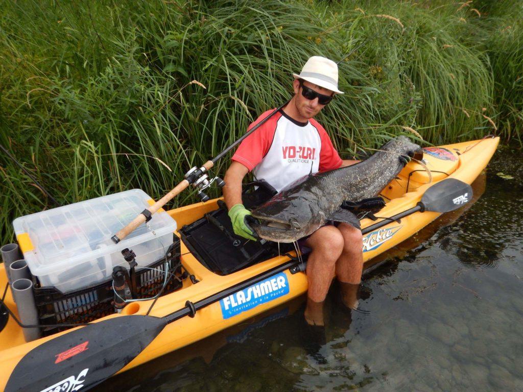 canne pour le silure en kayak